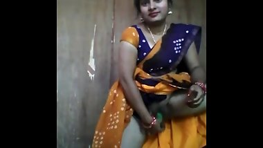 Indian beautiful aunty using cucumber in side her vagina pussy