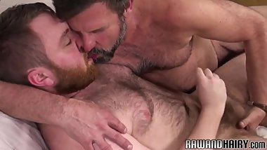 Wanking chub assfucking his bear lover