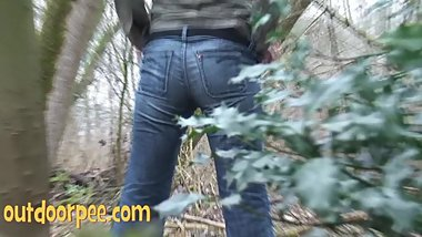 pissing girl in woods, nice bums