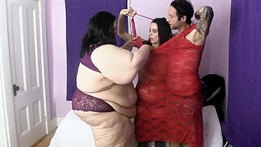 two people fit into this ssbbw clothes and there´s still room