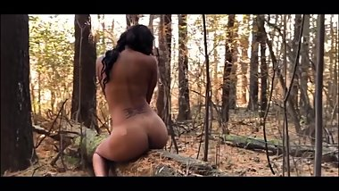 Model @alyvia_starr naked in the woods