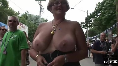 hot chick and naked in public on key west