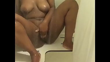 Ebony cums in shower