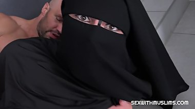 RANDY WORKER HELPS VALENTINA ROSS IN NIQAB Valentina Ross in niqab has prob